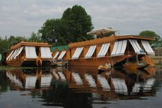 New Jacquline Heritage Houseboats Srinagar Featuring cozy heated rooms and room service, New Jacquiline Houseboats offers picturesque views of Nigeen Lake. The property also has free Wi-Fi in all areas.