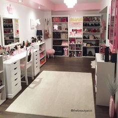 Find the beautiful makeup room ideas, designs & inspiration to match your style. Browse through images of makeup room & vanity mirror to create your perfect home. Dream Closets, Dream Rooms, Girls Dream Closet, Dream Bedroom, Closet Bedroom, Room Decor Bedroom, Spare Bedroom Ideas, Playroom Closet, Closet Office