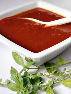CAIETUL CU RETETE: Sos de rosii pentru paste Ketchup, Pizza Lasagna, Vinaigrette Dressing, Romanian Food, Yummy Food, Tasty, Thai Red Curry, Food Porn, Food And Drink