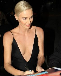 "Charlize Theron - Special Screening of Liongate's ""Bombshell"" in Westwood - Charlize Theron Oscars, Jackson, Atomic Blonde, Best Actress, Bombshells, Camisole Top, Actresses, Female, Tank Tops"