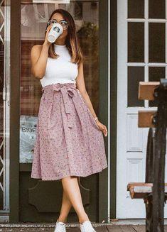 Skirt fashion Nice white top and printed midi skirt Top branco bonito e saia midi estampada Midi Rock Outfit, Midi Skirt Outfit, Casual Skirt Outfits, Midi Skirts, Classy Outfits, Dress Outfits, Casual Dresses, Elegant Dresses, Jean Skirts