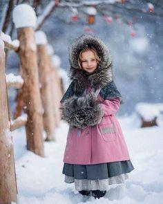 Fantasy photography kids children New Ideas Fantasy Photography, Winter Photography, Girl Photography, Children Photography, Little People, Little Girls, Cute Kids, Cute Babies, Baby Barn
