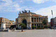 Uno dei teatri più famosi d'Italia, il teatro Massimo