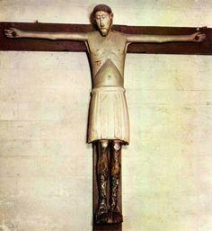 houten romaans kruisbeeld in de basiliek van Tongeren