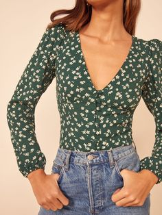 French Fashion Tips Check out the Nell Top from Reformation.French Fashion Tips Check out the Nell Top from Reformation Cute Summer Outfits, Spring Outfits, Casual Outfits, Cute Outfits, Modest Outfits, Floral Outfits, Vegas Outfits, Spring Clothes, Party Outfits