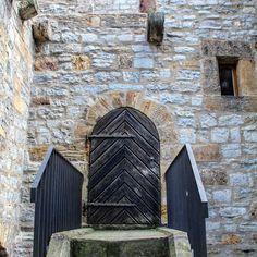 Kleine Tür am Dom #erfurt