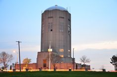 A wonderful landmark on Milwaukee's south side: The Town of Lake (now part of Milwaukee) Water Tower and Municipal Building. A beautiful art deco structure built in the 1930s.