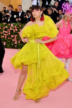 See all of the Met Gala 2019 dresses and outfits straight from the red carpet. The first Monday in May annually brings together the great and the good from the realms of fashion and film for the Met Gala. Editor Of Vogue, Met Gala Red Carpet, Stylish Clothes For Women, Charli Xcx, Gala Dresses, Celebrity Outfits, Melbourne, Fashion Dresses, Clothing Ideas