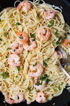 Die 20-Minuten Scampi Pasta sind super einfach und dekadent lecker. Perfekt! - http://Kochkarussell.com