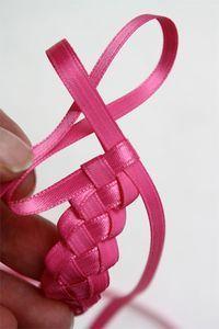 Ribbon Braiding Tutorial. - Tutorial de trenzado de la cinta.