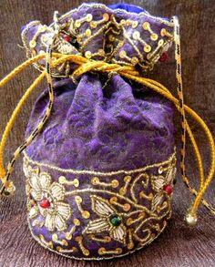 This gorgeous brocade drawstring potli bag/batwa has a floral pattern ...