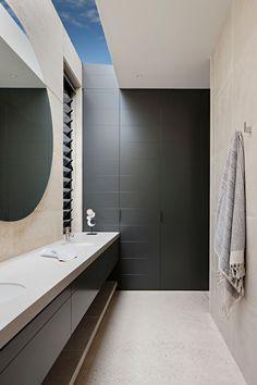 Robson Rak Architects LAYER HOUSE Photo : Shannon McGrath Styling : Swee Lim vm