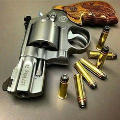 Smith and Wesson S&W 686 revolver Rifles, Smith And Wesson Revolvers, Smith Wesson, Weapons Guns, Guns And Ammo, 357 Magnum, Fire Powers, Cool Guns, Tactical Gear