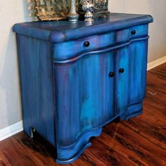 Furniture Re-do - Refinishing furniture, upcycling and staining Turquoise Furniture, Bohemian Furniture, Blue Furniture, Distressed Furniture, Shabby Chic Furniture, Cool Furniture, Furniture Logo, Shabby Chic Dressers, Furniture Ideas