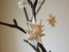 happy to make: How to make a star out of paper strips