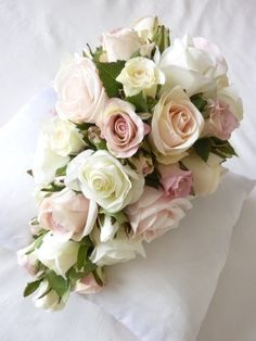 vintage bridal bouquets | vintage rose teardrop bouquet description a beautiful teardrop bouquet ...
