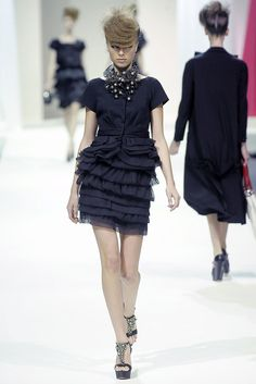 Moschino Spring 2009 Ready-to-Wear Fashion Show - Heloise Guerin