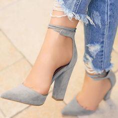 zapatos de color gris tacon