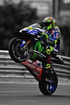 Motogp Valentino Rossi, Valentino Rossi Helmet, Valentino Rossi 46, Ducati, Motos Yamaha, Yamaha Motorcycles, Gp Moto, Moto Bike, 505 Peugeot