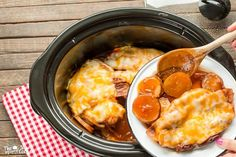 This Slow Cooker Sweet Baby Ray& Barbecue Pork Chops and Potatoes isn& your usual pork slow cooker meal! Crock Pot Slow Cooker, Crock Pot Cooking, Slow Cooker Recipes, Crockpot Recipes, Cooking Recipes, Pork Recipes, Barbecue Recipes, Sausage Recipes, Drink Recipes