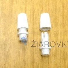 Biela plastová krytka slúžiaca na odľahčenie kábla od ťahu