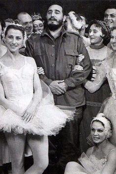 Castro and some female admirers. Фотографии из советского прошлого
