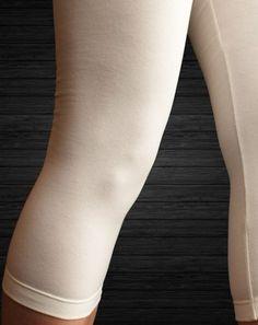 Één van de meest comfortabele, katoenen capri-leggings in onze collectie is absoluut deze Slim Fit Capri legging van Bonnie Doon! Voor 95% bestaat deze legging uit bijzonder comfortabel katoen en dat zorgt samen met de fijne tailleband en de zachte stretchboorden voor een super draagcomfort. Een absolute topper in de SOSHIN-collectie!