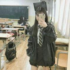 Pin de enkhjin enji em outfits em 2019 корейская мода, идеи для фото e коре Korean Girl Fashion, Korean Street Fashion, Ulzzang Fashion, Look Fashion, Fashion Outfits, Korean Uniform School, Korean Outfits School, School Uniform Outfits, Moda Ulzzang