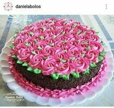 Simple and pretty Cake Decorating Frosting, Easy Cake Decorating, Birthday Cake Decorating, Cake Icing, Buttercream Cake, Cupcake Cakes, Mini Cakes, Cake Fondant, Pretty Cakes