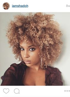 Fellow natural and Instagrammer, @Iamshadoh, keeps her blonde curls growing.