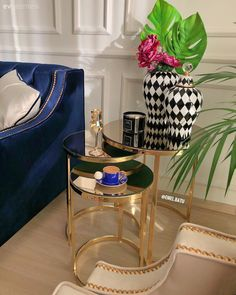 Living room Mirror furniture Coffee table decor Dark blue Decorative with Decoration Decoration Restaurant, Decoration Table, Living Room Mirrors, Living Room Decor, Interior Modern, Interior Design, Interior Decorating Styles, Mirrored Furniture, Mirrored Table