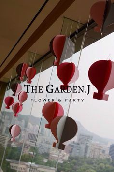 Hot air balloon themed / birthday party / pink flower / www. gardenj.com