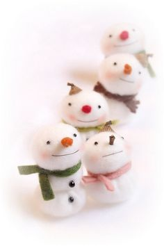 Needle Felted Snowmen. Adorable.