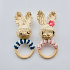 This is a pdf-file to make the bunny, not the bunny itself. The pattern is available in English (US terms), Nederlands and Français. These bunnies are so sweet! And easy to make ;-) In the pattern you will find the description to make all the bunnies you see in the pictures. With one will you make?