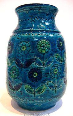 POTTERY ARCHIVES : Italian Pottery 1 : 1950's/60's Bitossi, Italy, Rimini Blu Flower Patterned Vase