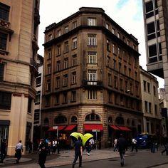 Casa Fretin na rua São Bento com rua da Quitanda, diante da praça do Patriarca.