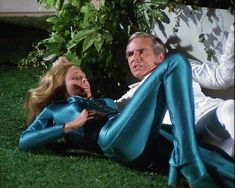 Erin Gray in action but flat on her back. Erin Gray, Buck Rodgers, 80s Sci Fi, Sci Fi Tv Series, Emma Peel, Movie Costumes, Fantasy Girl, Batgirl, Female