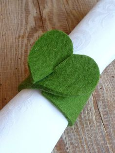 My green meadow: a green thing (DIY) - Anrichten Christmas Napkins, Christmas Crafts, Christmas Decorations, Felt Crafts, Diy And Crafts, Arts And Crafts, Valentines Bricolage, Diy Couture, Napkin Folding