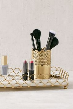 Scalloped Makeup Storage Tumbler - Urban Outfitters