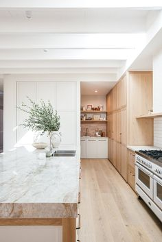 Cozy Kitchen, Home Decor Kitchen, Kitchen Interior, Home Kitchens, Kitchen Design, Kitchen Layout, Home Renovation, Home Remodeling, Cocinas Kitchen