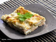 #EmileHenryRecipe You know the secrets of the Emile Henry mortar and how to make a nice pistou now... But do you know the delicious salmon lasagna with pesto crust recipe.  Share the recipe with your friends if it makes you hungry !     #Lasagna #Pistou #Salmon #Espelette #Parmesan #Emile Henry #Recette #Cooking #HomeMade
