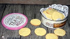 Biscuiti fragezi cu unt si scortisoara (reteta veche) Old Recipes, Pastry Cake, Cinnamon, Biscuits, Macarons, Food And Drink, Butter, Sweets, Cookies