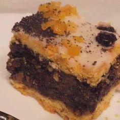 Makowiec na kruchym spodzie to tradycyjne ciasto na Święta Bożego Narodzenia. Kruche ciasto przełożone domową masą makową z dużą ilością bakalii i słodki lukier tworzą razem przepyszne połączenie. Wykonanie go jest troszkę czasochłonne, ale dla takiego efektu końcowego warto!  Składniki na ciasto kruche: 500g mąki tortowej 125g cukru pudru 300g zimnego masła 4 żółtka … Sweet Tooth, Cooking, Recipes, Flat Belly, Food Food, Winter Fashion, Weight Loss, Yoga, Cakes