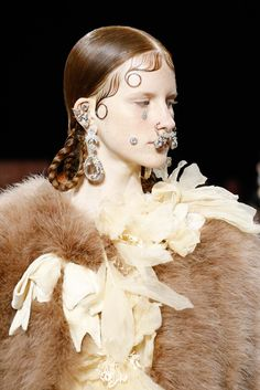 Givenchy Fall 2015 Ready-to-Wear Fashion Show Details: See detail photos for Givenchy Fall 2015 Ready-to-Wear collection. Look 32 Runway Fashion, Fashion Models, Fashion Show, Paris Fashion, Fashion News, Short Grunge Hair, Face Jewellery, Jewelry, Work Hairstyles
