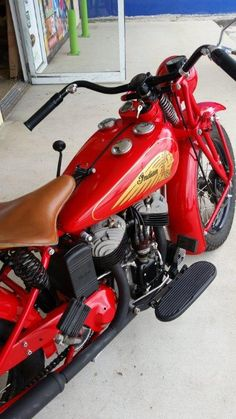 Indian motorcycles world Indian Motorbike, Vintage Indian Motorcycles, Vintage Bikes, Motorcycle Tank, Motorcycle Types, Classic Motorcycle, Motorcycle Engine, Motorcycle Design, Old School Motorcycles