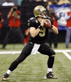Drew Brees, Quaterback, for the team. Look at that form. That is the stance of a superbowl, mvp, all time single season record breaker. American Football, Nfl Football, Watch Football, Football Stuff, College Football, Unique Tattoos For Men, Bra Video, Madden Nfl