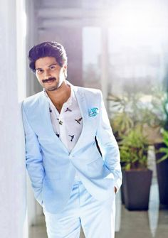 Dulquer Salmaan Wiki Height Weight Age Affairs Measurements biography & More actor wiki Dulquer Salmaan Actor Picture, Actor Photo, Popular Mens Hairstyles, India People, Actors Images, Cute Actors, Indian Celebrities, Actors & Actresses, Sexy Men