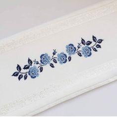 Cross Stitch Rose, Cross Stitch Flowers, Modern Cross Stitch, Cross Stitch Designs, Cross Stitch Embroidery, Cross Stitch Patterns, Crochet Cushions, Crochet Tablecloth, Embroidery Flowers Pattern