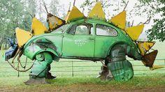 Carros reciclados viram obras de arte