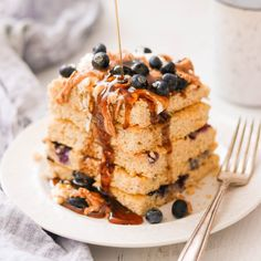Cooking pancakes for a crowd has never been easier with these baked Paleo & Keto Sheet Pan Pancakes. They are fluffy and delicious, with only 5 grams of net carbs! How To Cook Pancakes, Low Carb Pancakes, Cooking Pancakes, Pancake Muffins, Breakfast Items, Paleo Breakfast, Breakfast Recipes, Breakfast Hash, Free Breakfast